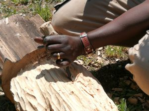 Mains de sculpteur Amar Gueye